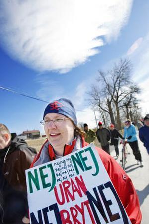 Budskapet var tydligt när ett hundratal personer på söndagen deltog i en demonstration mot borrning och prospektering av uran.