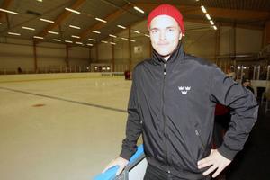 Marcus Högström på besök hemma i Svegs ishall.
