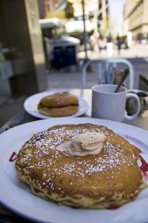 En portion pannkakor här räcker både till frukost och lunch.
