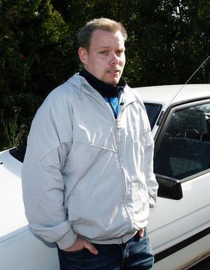 Nationaldemokraten Mikael Skillt från Sundsvall är samordnare och talesperson för internetsajten som hänger ut dömda pedofiler med namn, adress och brottshistorik.
