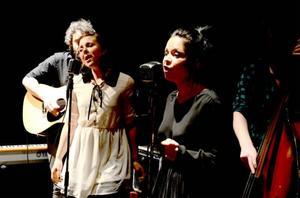 Ida Segersten (höger) har bott i Stockholm i mer än tio år och satsat på musiken. Som många andra har hon fått uppleva att det kan vara väldigt tufft. 2008 startade hon och vännen Anette Ingemarsson bandet San Fairy Ann, nu har bandet hittat rätt enligt Ida.