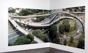 Intersection. Miklos Gáals skapade bilsamhällets logiska tapet.