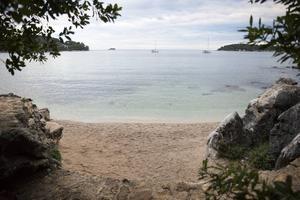 Strand utanför Rovinj i kroatiska Istrien.   Foto: Annika Goldhammer