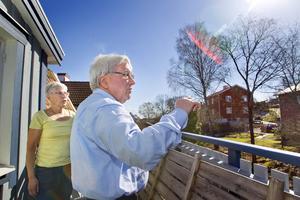Olikt. När syskonen Inger Sellgren och Carl-Åke Utterström växte upp gick Kronvägen nedanför balkongen, och faster och farbror bodde tvärs över. När vägen som nu går bakom huset drogs om förlorade familjen en stor bit av tomten.