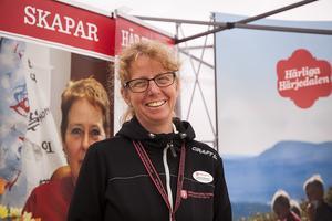 Det var många besökare i montern hos Härjedalens Kommun trots regnet i fredags. Helena Åkerlind, ansvarig för besöksnäring och inflyttning i Härjedalens Kommun berättade att det var stort intresse från många att eventuellt flytta till Härjedalen.