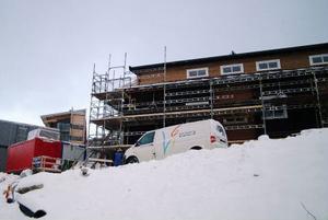 Personalboendet är det första man ser när man kommer in på hotellområdet på Förbergets topp. I bakgrunden till vänster syns hotellets östra gavel. Foto: Elisabet Rydell-Janson
