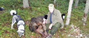 Åke Eriksson var först i Gävleborgs län med att fälla en björn under årets björnjakt.