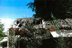 Miljö-, bygg- och myndighetsnämnden har ansökt om handräckning hos Kronofogdemyndigheten för att kunna riva det fallfärdiga uthuset i Hjortkvarn.ARKIVBILD