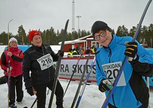 Vi tror på burkvalla och att vila sig i form! Tre glada kollegor från Postnord i Örnsköldsvik. Fr.v. Maggi Häggblad, Lilian Nordlander och Ulla Strandberg.