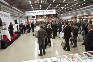 Omkring 80 kunder från olika delar av världen var inbjudna till invigningen av Cibes Lifts nya lokaler på Utmarksvägen.