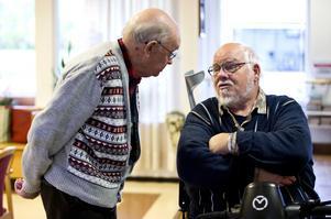 Ja till vaccinering. Einar Lindfors ska vaccinera sig och Lars-Olof Zeijlon har också bestämt sig för att låta sig stickas.