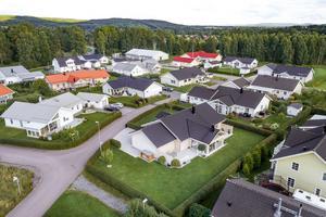 I Kvarnsveden i Borlänge ligger denna enplansvilla byggd 2006.