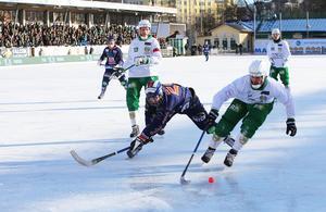 Oskar Olsson på attack när Bollnäs studsade tillbaka på Zinken.