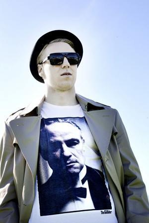 """Olof Mård perfekt som """"The Muscle""""."""