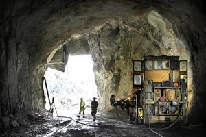 De sista sprängsalvorna som hänger ihop med tunnelbygget genom Lommarberget  märks av i Norrtälje stad den här veckan.