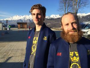 Per Spett och Ludvig Fjällström försvarar Sveriges färger i puckelpist.