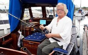 Säbb Anders med det fiskekort som har har fått uppgifter om att det gällde för att fiska i hela Siljan och även i Orsasjön. Men en kontrollant stoppade honom.FOTO: HANS BLOOM
