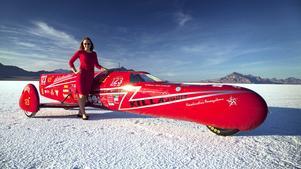 389 km/h. Eva Håkansson vill ändra synen på att miljöfordon är tråkiga. Nu har hon byggt Killajoule, världens snabbaste elmotorcykel.