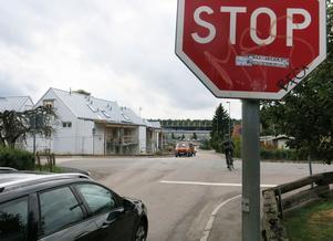 Framöver måste även trafiken på Tunbyvägen stanna vid korsningen med Nansengatan.