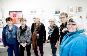 Delar av Borlänge konststudiegrupp från vänster: Gunilla Lindgren, Margareta Snell, Inger Christiansen, Inga-Lisa Spåls, Ewa Hed och Barbro Östensson