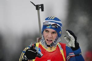 Fredrik Lindström är på resande fot under stor del av året och får både stå ut med kyla och längtan efter dottern Rut.