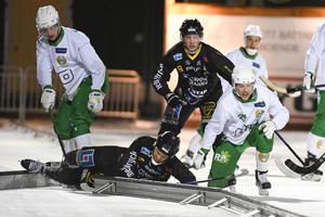 Gripens Johan Grahn (liggande här) missar resten av säsongen – nu är Pär Fahlén tillbaka i elitserien efter fem års frånvaro.