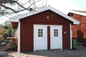 Paret Hedlunds garage på Korsnäbbsvägen har byggts om till bageri och brödbutik.