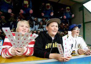 Pontus Johansson , Sebastian Sjöberg och Emil Törnqvist sålde lotter med stor entusiasm.