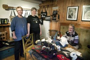 Birgitta Svanberg, Kristina Bratt och Carin Bratt öppnade Ohlandersgården för besökare. Förutom vandrarhemmet säljs fina hantverk.