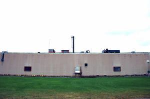Fasaden ska bytas ut på fabrikslokalen.