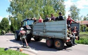 Utför går det bra att åka longboard. Uppför är det värre. Då är det bra att kunna lifta med en traktor...