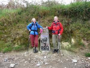 Pilgrimsvandring i april.Bara 10 mil kvar till Santiago de Compostela för sytrarna Sonja och Gunvor från Västerås