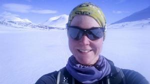 Anna Winther i Sarek på väg från Grövelsjön till Treriksröset.