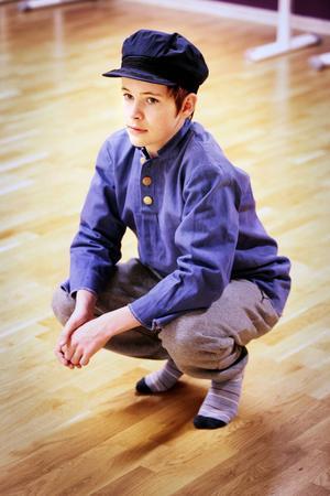 12-årige Walter Riddar Palm från Hackås spelade rollen som Tommy i fjolårets föreställning om Pippi. I år har han fått huvudrollen som Emil.   – Jag såg mycket på Emil när jag var liten. Han är som en gammal vän.