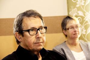 John-Martin Forsman vikarierar för Eva Fors (till höger i bild) och lovar att likabehandlingsfrågan ska följas upp.