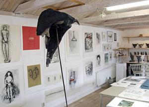 Hjördis Johansson Becker brukar inte delta i konstrundorna, men i år öppnar hon sin ateljé för allmänheten.