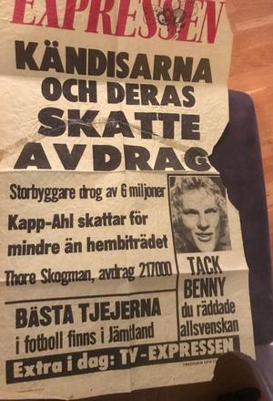 Året är 1975 och lilla Hackås vinner 70-iaden. Den segern är så pass stor att Expressen skriver om den. Dessutom har man faktiskt en rubrik om händelsen på löpsedeln.