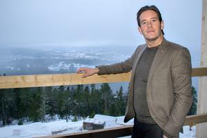 Patrik Attini är nöjd med utsikten från den nya konferensavdelningen. Härifrån syns bland annat Sidsjön.