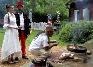 Vivianne och Tapani Sokero vigdes först borgerligt, en månad senare med en shaman vid en egen ceremoni i Lasses kvarter. Foto: Anette Grandin