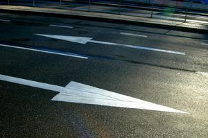 Är det vägen till höger eller den till vänster som leder fram till ett bättre Sverige för alla? Foto: Hasse Holmberg/TT