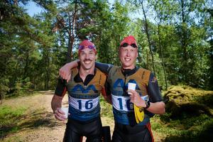 Christoffer Andersson & Philip Burridge efter målgång. Foto: Gunnar Eld