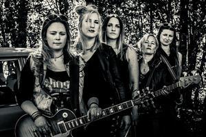 Rockbandet Empresses spelar ofta live. Nästa fredag, den 23 november, gör de en välgörenhetskonsert på KFUM i Jönköping.