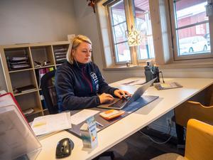 Lotta Anestedt och hennes personal har fått ta många samtal om bland annat möjligheten att boka av eller boka om stugor inför påsken.