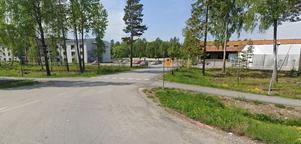 Idag finns Attendos äldreboende intill den plats där Hemsö erbjudit sig att bygga ännu ett äldreboende. Foto: Google maps