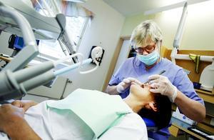 Tandvården blir fri upp till 23 år från och med 2019. Åldersgränsen för tandvårdsbidraget kommer däremot att höjas till 24 år.