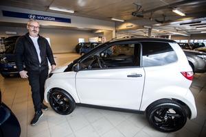 Öyvind Olsen, säljare på Ulf Nylanders bilar, har sålt mopedbilar sedan 2015.
