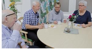 Hallsbergs pensionärer står inte där du ställer dem. Kaffet är heligt, deras mötesplatser likaså, det blev kommunen varse i går. Från vänster: Sune Linell, Sylve Antonsson, Ulla Huss och Margareta Antonsson.