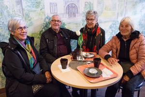 Gun Jonsson, Bengt Svedberg, Elisabeth Svedberg och Gun Johansson lyssnade på Tord Tallmarkers föreläsning.