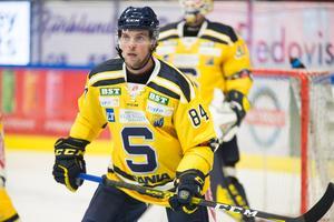 Förre Modobacken Sebastian Walfridsson återvänder till Fjällräven Center i SSK-dress.