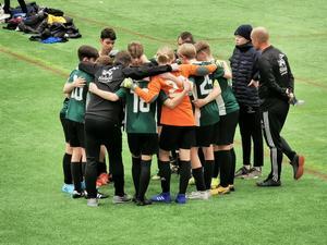 Eftersom nästan alla barn någon gång under sin uppväxt är med i en eller flera idrottsföreningar har idrottsledare och idrottsrörelsen som helhet en viktig roll för att vara en mötesplats samt att skapa gemenskap och framtidstro i samhällets alla delar, skriver debattförfattarna.